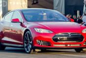 Tesla Model S P85D: Zabiják Hellcatů, co jezdí sám!