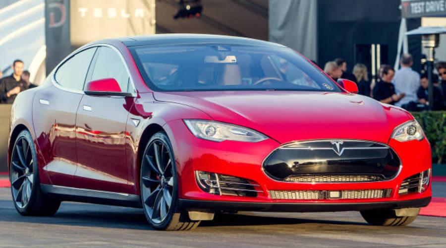 Novinky, Představujeme, Technika: Tesla Model S P85D: Zabiják Hellcatů, co jezdí sám!