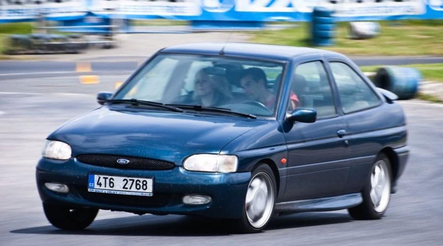 Autíčkářova garáž, Recenze & testy: Ford Escort RS2000: Charismatický vidlák