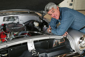 Auta slavných: Jay Leno, díl první. Od parních aut k tryskáči na bionaftu.