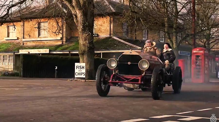 Historie, WTF?: 110 let starý Fiat děsí venkovany