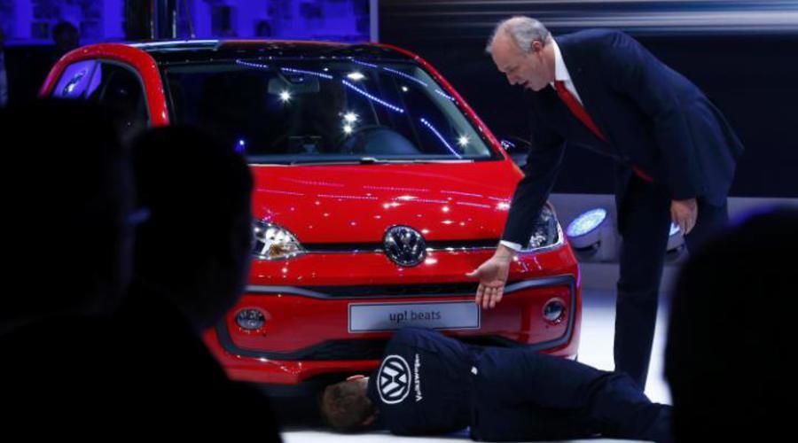 WTF?: Environmentální komediant narušil tiskovku Volkswagenu