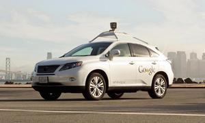 Co se kde děje?: Roboauta od Google se učí jezdit víc jako lidi, jedno už nabouralo
