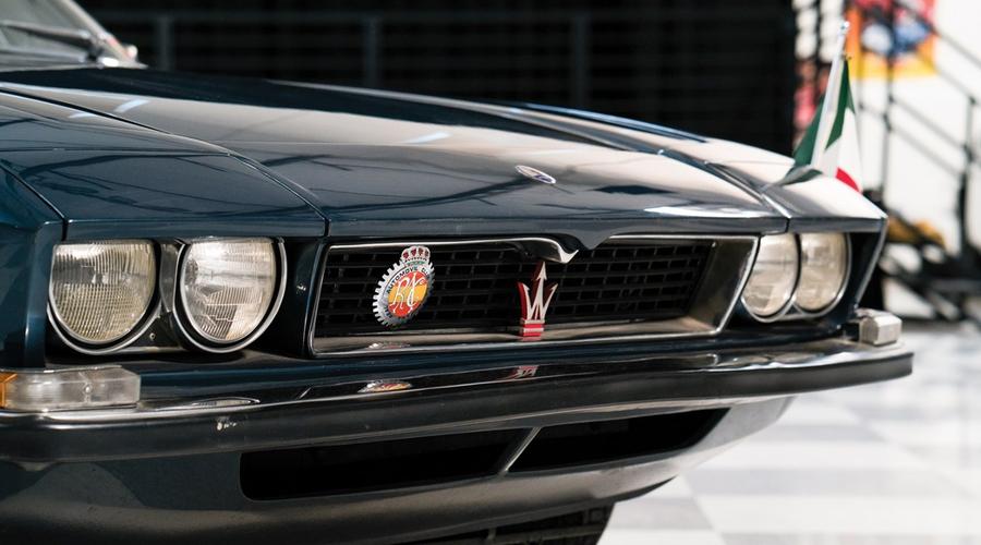 : Příběh Čtyřdveřového Maserati