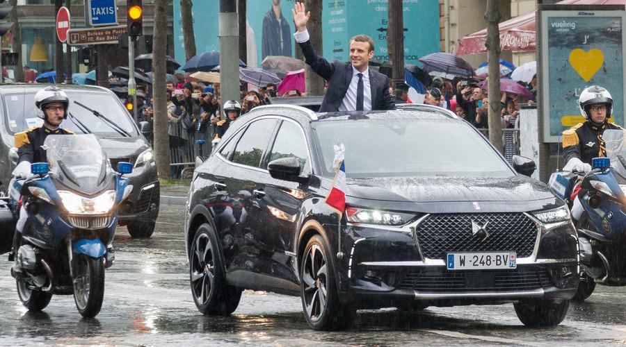 Novinky: Emmanuel Macron dostal prezidentský crossover DS 7 Crossback