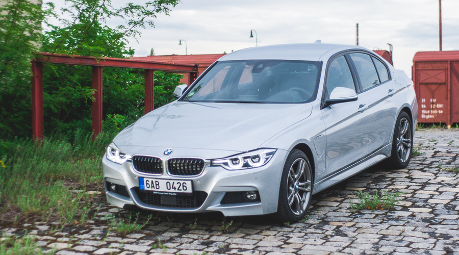 #autickarfuturista, Recenze & testy: BMW 330e: I hybrid vás může bavit