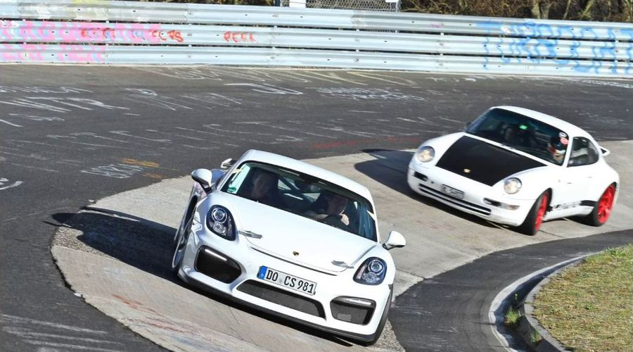 Novinky: Pohleďte na 911 993, týrající nového Caymana na Nürburgringu