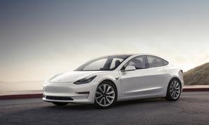 #autickarfuturista, Představujeme: Tesla Model 3 je tady a s ní i první zahraniční recenze