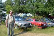 Když se člověk zblázní: Stařík z Michiganu vlastní 218 aut, nepojízdných...