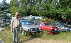 Novinky, WTF?: Když se člověk zblázní: Stařík z Michiganu vlastní 218 aut, nepojízdných...