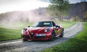 Recenze & testy: Alfa Romeo 4C Spider: Sveď mě šarmantní Italko!