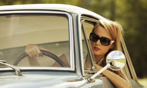 Editorial: O autech a o ženách zcela nesouvisle