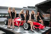 Rušit holky na startu F1? A nebylo by férovější prostě přidat kluky, ať se mají i ženy na co dívat?
