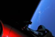 Nejrychlejší automobil světa je na cestě k oběžné dráze Marsu v oblaku popkultury
