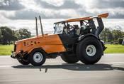 The Stig z Top Gearu stanovil rychlostní rekord v traktoru