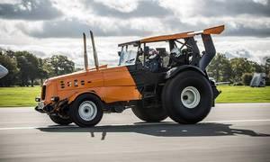 Novinky: The Stig z Top Gearu stanovil rychlostní rekord v traktoru