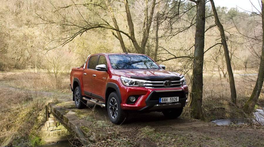 Recenze & testy: Toyota Hilux 2.4 D-4D: Osmé vtělení Trucka Norrise