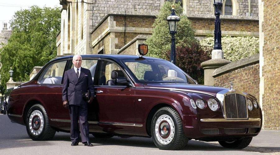 Slavní za volantem: Garáž britské královské rodiny: Proč mají paparazzi smůlu a proč jezdí Aston Martin na pálenku?