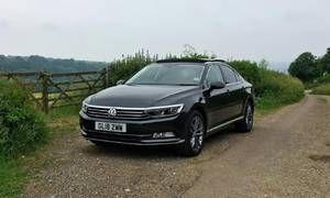 Recenze & testy: Volkswagen Passat 2.0 TDI: Zrcadlový Passat v zemi královny