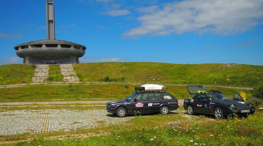 Autíčkář na cestách, Garážoví kutilové: Mongol Rally 2018 část 2.: O UFO na kopci, zatáčkách v mlze a tureckých celnících