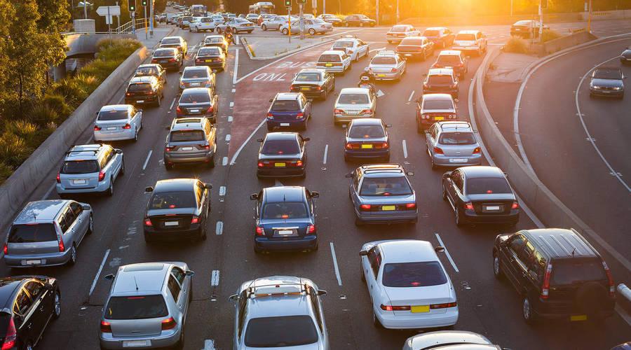 Autíčkář se ptá: Jak dlouho a jak daleko dojíždíte do práce?