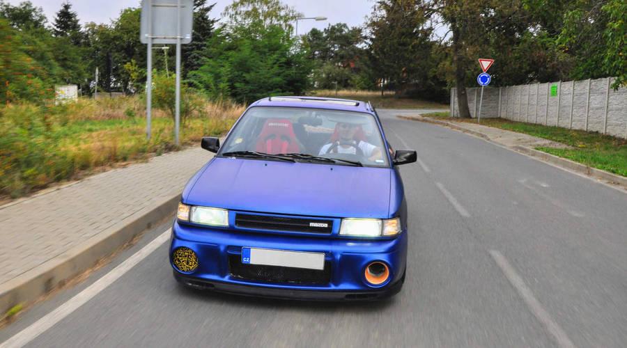 Garážoví kutilové, Oldies, Pouliční směska, Recenze & testy: Mazda 323 V6 K8 - Mámin sedan