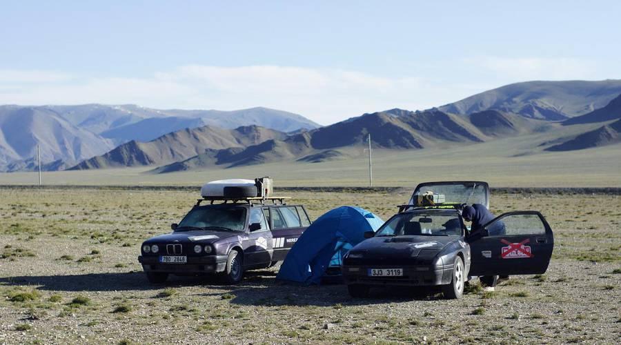 Autíčkář na cestách: Mongol Rally 2018 část 9. : O jacích, mongolských cestách a rozpadajících se autech