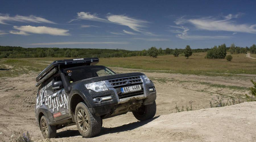Autíčkář na cestách, Recenze & testy: Mitsubishi Pajero Expedition: Život začíná tam, kde končí cesta
