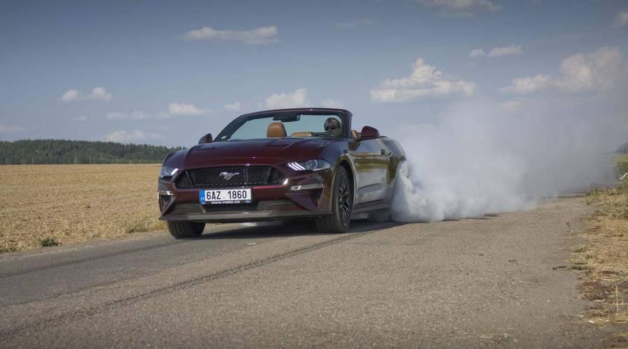 Recenze & testy: Ford Mustang GT Convertible: Kopni do tý bedny, ať panstvo nečeká!