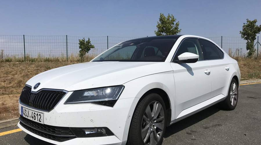 Recenze & testy: Škoda Superb 2.0 TDI 110kW DSG: Služebák rallyového pisálka