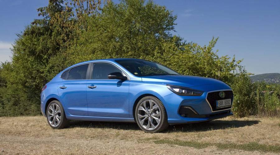 Recenze & testy: Hyundai i30 Fastback 1.4 T-GDI: Dáte šanci talentu ze skromných poměrů?