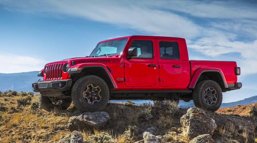 : Jeep ukázal nový pick-up Gladiator. Stojí na základech Wrangleru.