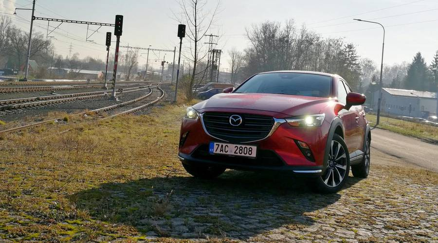 Recenze & testy: Mazda CX-3 2.0 SkyActiv-G121 A/T Revolution: Nejhezčí městská kabelka