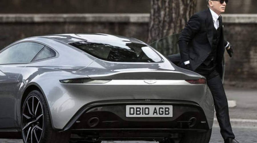 """Novinky: James Bond dostane v příštím filmu """"ekologický"""" vůz"""