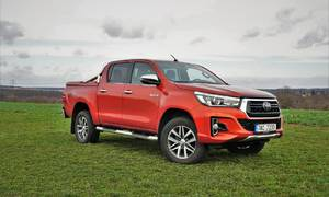 Recenze & testy: Toyota Hilux 2.4 D-4D Adventure: Dělník ve stylovém kroji