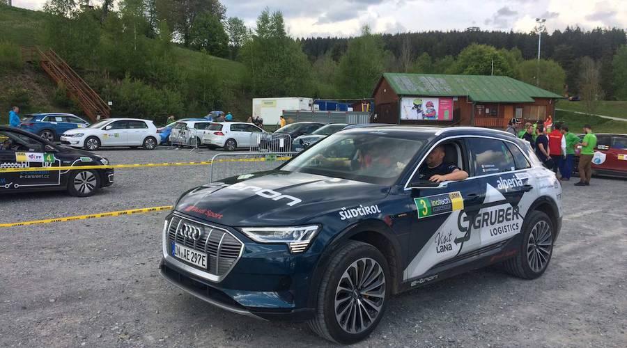 Novinky: Rozkaz zní jasně. Audi E-Tron musí dojet za každou cenu.