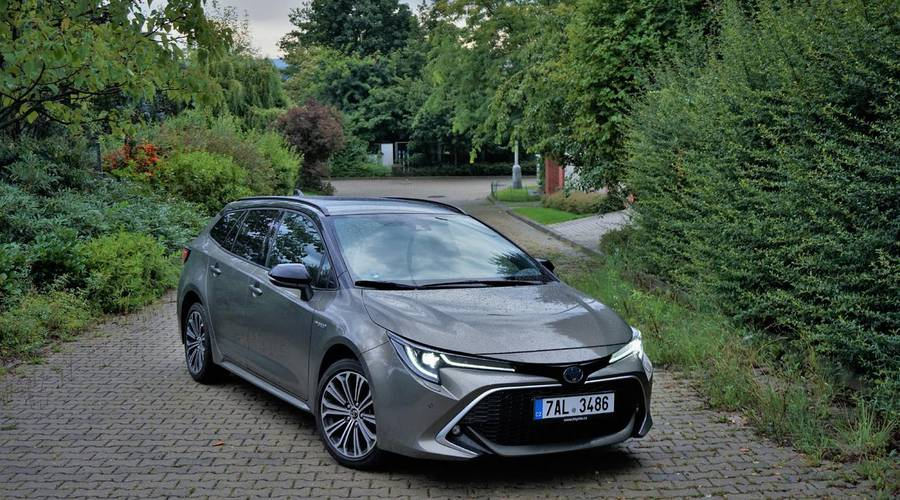 Recenze & testy: Toyota Corolla TS 1.8 Hybrid Selection: Opravdu už nepotřebujeme diesel?