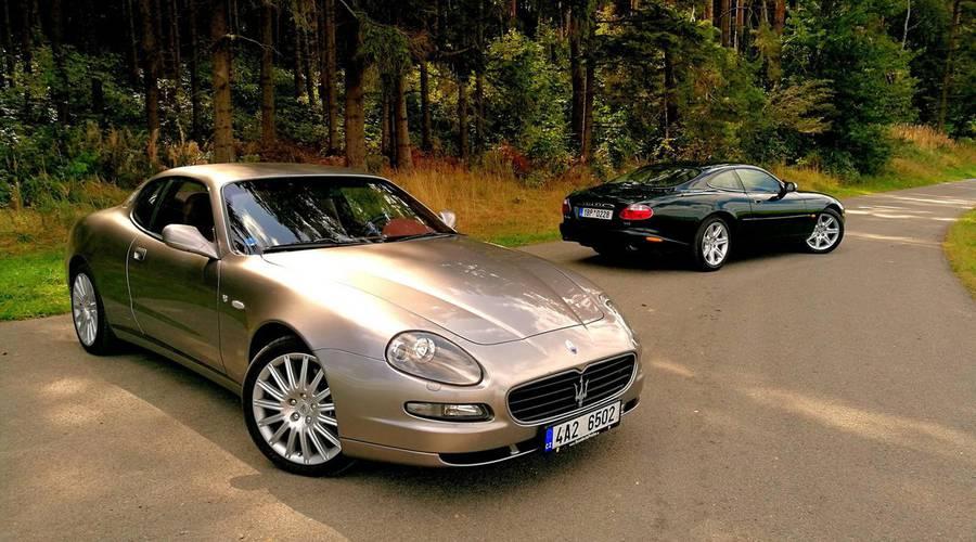 : Jaguar XKR vs. Maserati Coupe 4200GT Cambiocorsa: Síla nostalgie