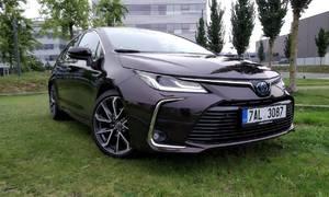 Recenze & testy: Toyota Corolla SD 1.8 Hybrid Executive: Přepravní kapsle pro každého?
