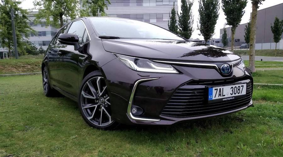 : Toyota Corolla SD 1.8 Hybrid Executive: Přepravní kapsle pro každého?