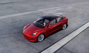 Novinky: Tesla představuje funkci Summon. Je to systém automatického bourání do překážek.