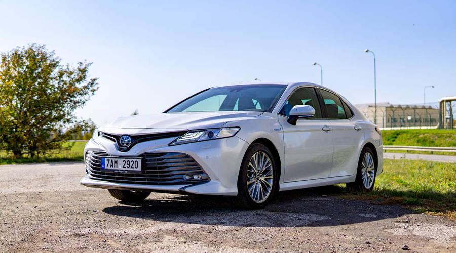 Recenze & testy: Toyota Camry 2.5 Hybrid Executive VIP: Ber, nebo nech být