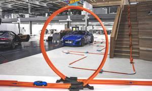 Novinky: Faceliftovaný F-Type se představuje na dráze Hot Wheels