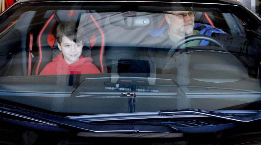 Novinky: Lamborghini odměnilo fanoušky, kteří si doma staví repliku Aventadoru.