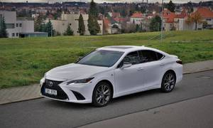 Recenze & testy: Lexus ES300h F-Sport: Konečně správné využití elektřiny
