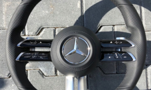 Novinky: Mercedes chystá nový šestipaprskový volant