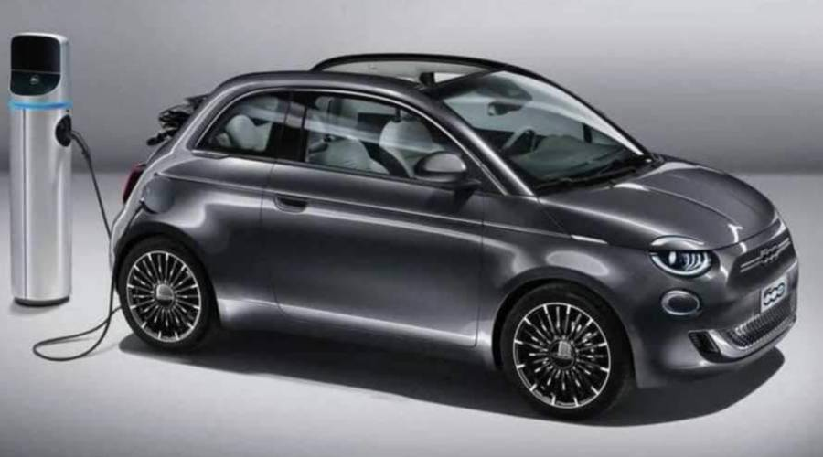 Novinky: Nový Fiat 500 je tady. Je elektrický a přeškrtnutý.