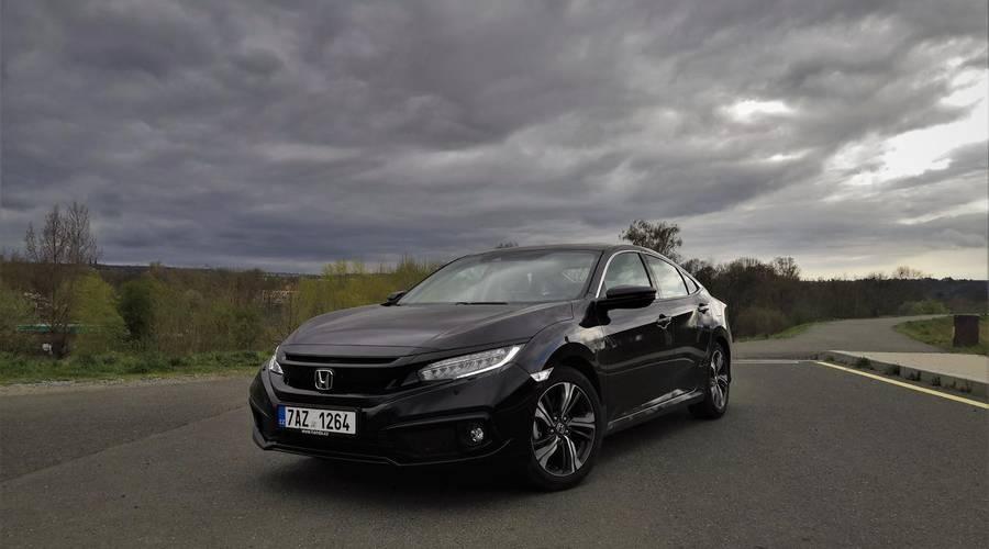 Recenze & testy: Honda Civic 4D 1.5 VTEC TURBO: Překvapivě dospělý