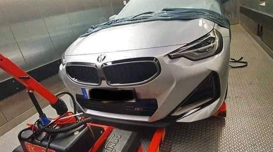 Novinky: Uniklé fotografie ukazují podobu nového BMW 2 kupé.
