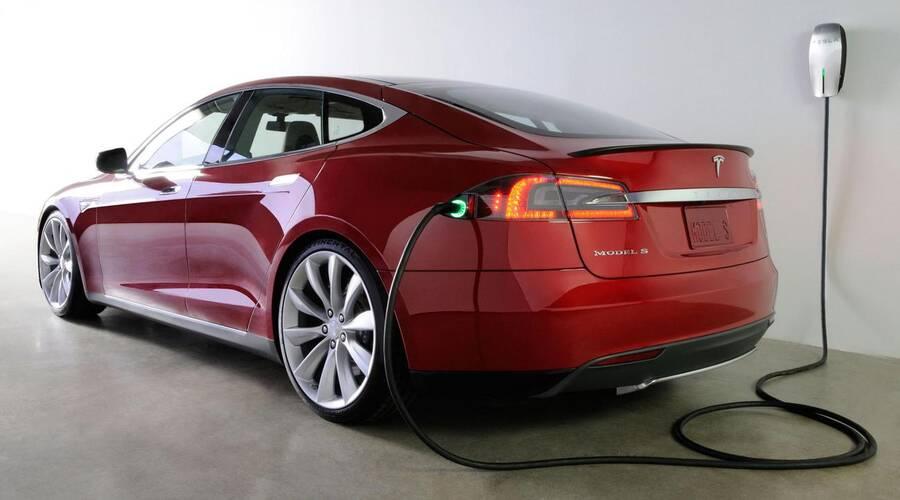 #autickarfuturista, Představujeme: Tesla Model S: Záblesk budoucnosti?